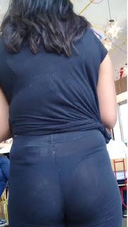 Video linda chica marcando tanga calzas transparentes