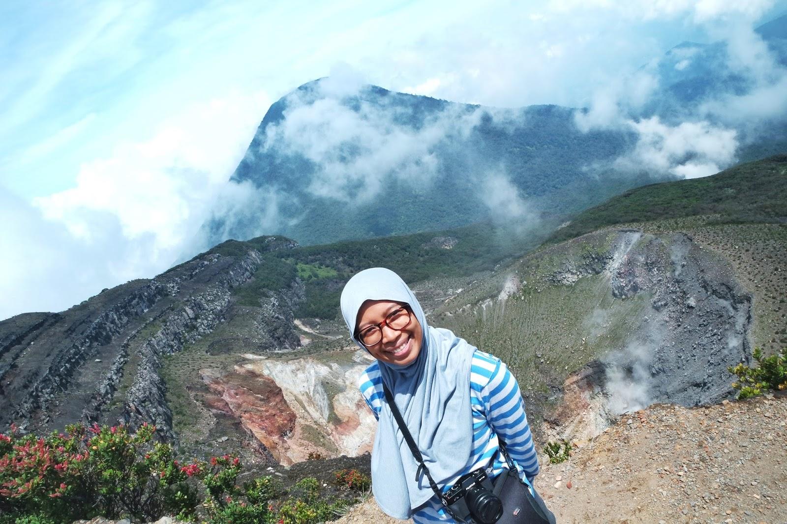 Asyik ada di Puncak Gunung Gede yihaaaaa
