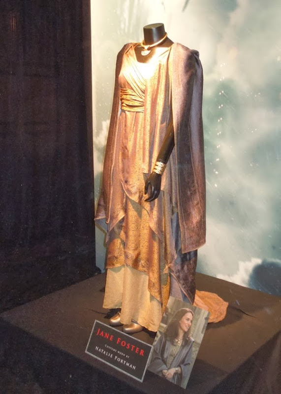 Natalie Portman Thor 2 Jane Foster movie costume