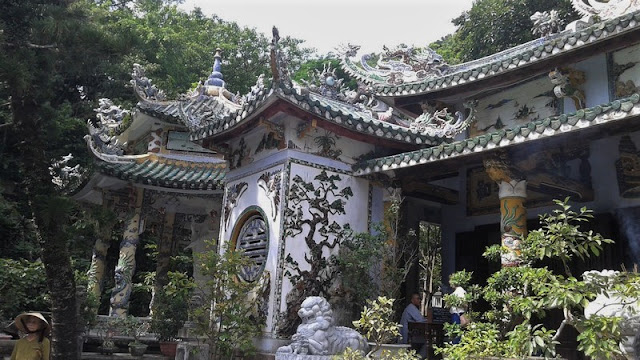 Pagoda en la montaña Thuy Son de Danang
