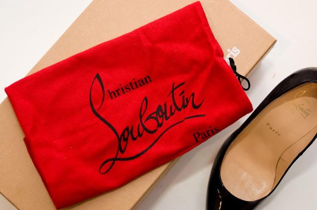 czerwony worek przeciwkurzowy od Christian Louboutin