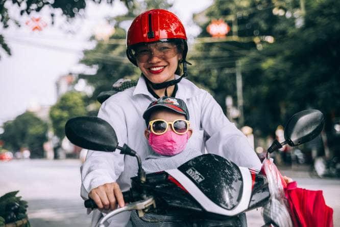 gunakan masker saat bepergian untuk menghindari bahaya polusi udara