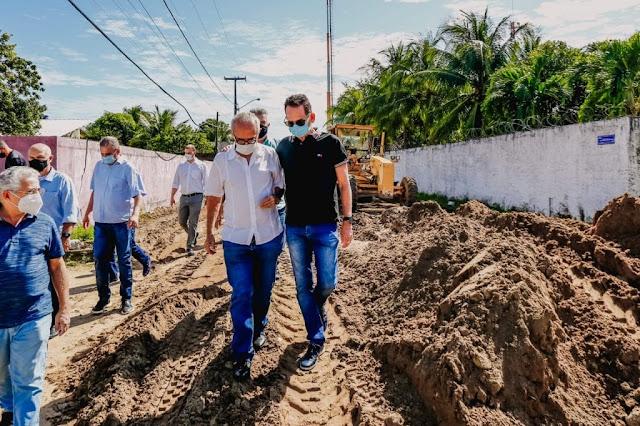 Cícero Lucena assina ordem de serviço para calçamento e drenagem de ruas na Penha e Altiplano