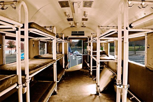 Villavesa equipada con camas para viajeros