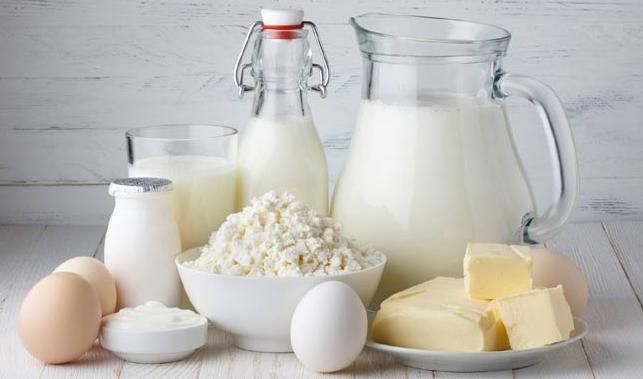 दूध या दूध से बने हुए पदार्थ का सेवन करें