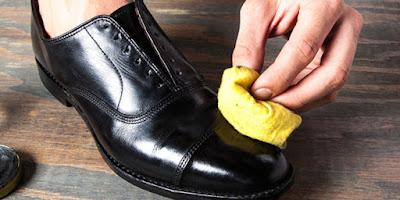 Cara Mengkilapkan Sepatu Tanpa Semir Secara Alami