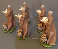 statuette presepe studioso con pergamene