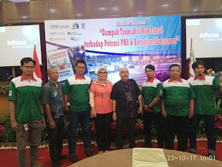 Suasana Seminar Nasional Dampak Transaksi Non Tunai tampak pengurus serikat pekerja linfox