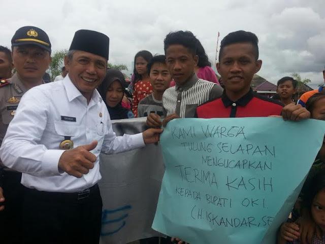 Percantik Pasar Tulung Selapan, H. Iskandar, SE disambut Antusias Warga