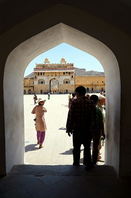 Pintu gerbang di Amber Fort