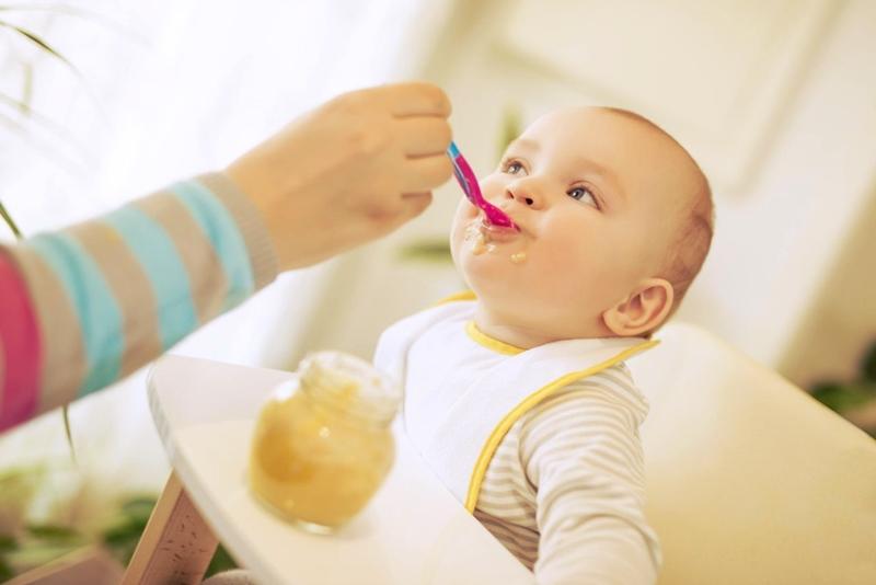 Bebeklerde ek gıda döneminde nelere dikkat etmek gerekir?