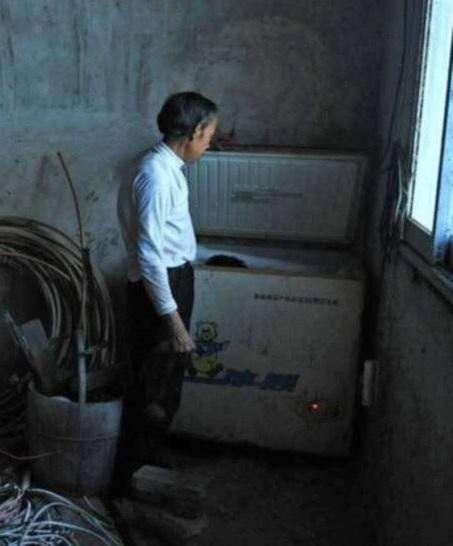6 Tahun Anak-anaknya yang Sudah Meninggal Disimpan Dalam Kulkas, Alasan Orang tua ini Bikin Hati Tersayat