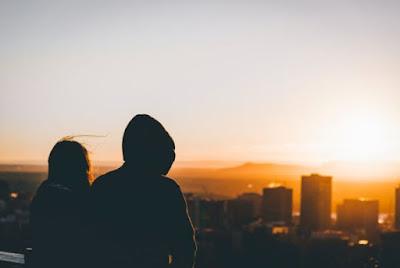 8 Obrolan Yang Dapat Anda Lakukan Kepada Pasangan Anda Selain Tentang Perasaan