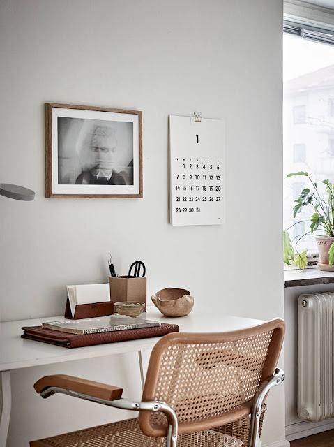 Vivienda decorada en blanco y madera