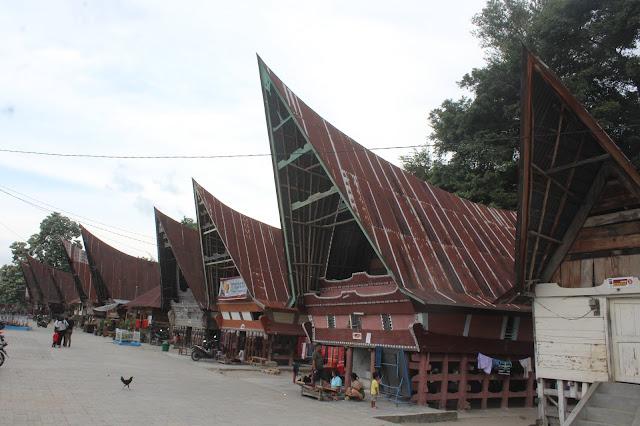 Presiden Minta Rumah-rumah di Kawasan Danau Toba Dikembalikan ke Bentuk Aslinya