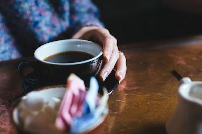 Minum kopi itu nikmat