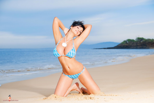 Denise-Milani-Big-Beach-hd-and-hq-photoshoot-image-15