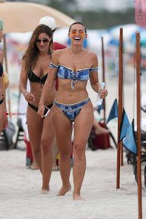 YesJulz-in-Bikini-616+%7E+SexyCelebs.in+Exclusive.jpg