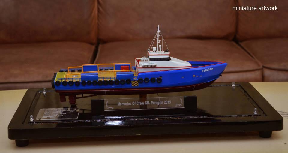 produsen miniatur kapal crew boat cb peregrin milik pt baruna raya logistics rumpun artwork planet kapal terpercaya