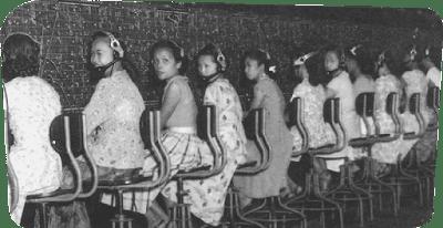 Sejarah Telkomsel     Pada dasarnya telekomunikasi telah dikuasai asing sejak zaman kolonial yaitu saat di mana Telkom baru berdiri. Indosat pun sejak awal lahirnya pada 1967 tak luput dari peran pemodal asing. Baru pada 1980 pemerintah Indonesia mengambil alih seluruh saham Indosat, sehingga menjadi BUMN.  Namun, ternyata asing kembali lagi bermain pada 1993. Saat itu, kebijakan pemerintah RI menempatkan Telkom dan Indosat sebagai dua penyelenggara telekomunikasi lokal yang melakukan praktik monopoli. Karena keterbatasan dana yang dimiliki pemerintah maupun operator telekomunikasi, maka pembangunan infrastruktur telekomunikasi khususnya jaringan telekomunikasi tetap (fixed wireless) lokal saat itu dilakukan melalui pengikutsertaan modal asing.  UU No. 3/1989 tentang Telekomunikasi dan PP No. 8/1993 serta Kepemenparpostel No. 39/1993 tentang Kerja Sama Penyelenggaraan Jasa Telekomunikasi Dasar memungkinkan kerja sama antara Telkom atau Indosat dengan perusahaan lain dalam penyelenggaraan jasa telekomunikasi dasar. Ketiga regulasi itu menetapkan bahwa kewajiban kerja sama antara badan penyelenggara dan badan lain dalam penyelenggaraan telekomunikasi dasar dapat berbentuk usaha patungan (join venture), kerja sama operasi (KSO) atau kontrak manajemen (KM).  Memang benar seperti dinyatakan dalam PP No. 20/1994 tentang pemilikan saham dalam perusahaan yang didirikan dalam rangka PMA: penanaman modal bidang