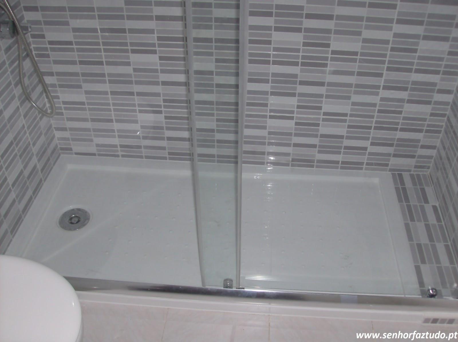 senhor faz tudo faz tudo pelo seu lar substitui o de uma banheira por base de duche. Black Bedroom Furniture Sets. Home Design Ideas