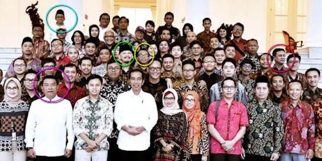 Beredar Foto Jokowi dan Moeldoko Bareng Abu Janda cs, Tokoh Papua: Ternyata Buzzer Binaan Itu Nyata!