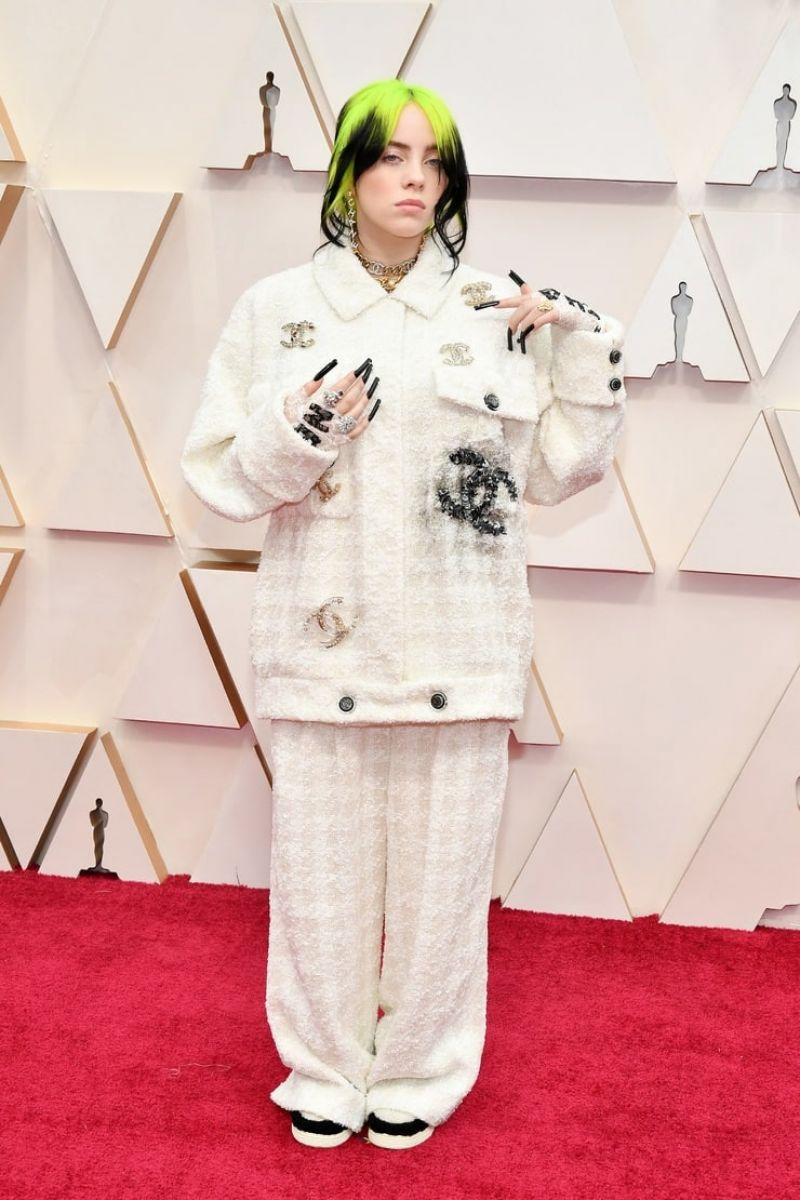 Billie Eilish Looked Amazing in an Oversized Chanel Paintsuit at the Oscars