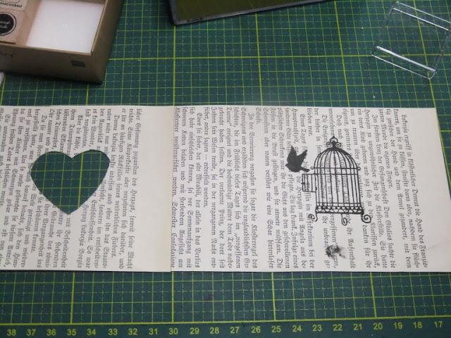 Windlicht basteln aus alten Buchseiten