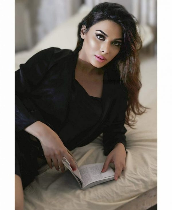 Actress Eshal Fayyaz New Pictures In Black Silk Robe