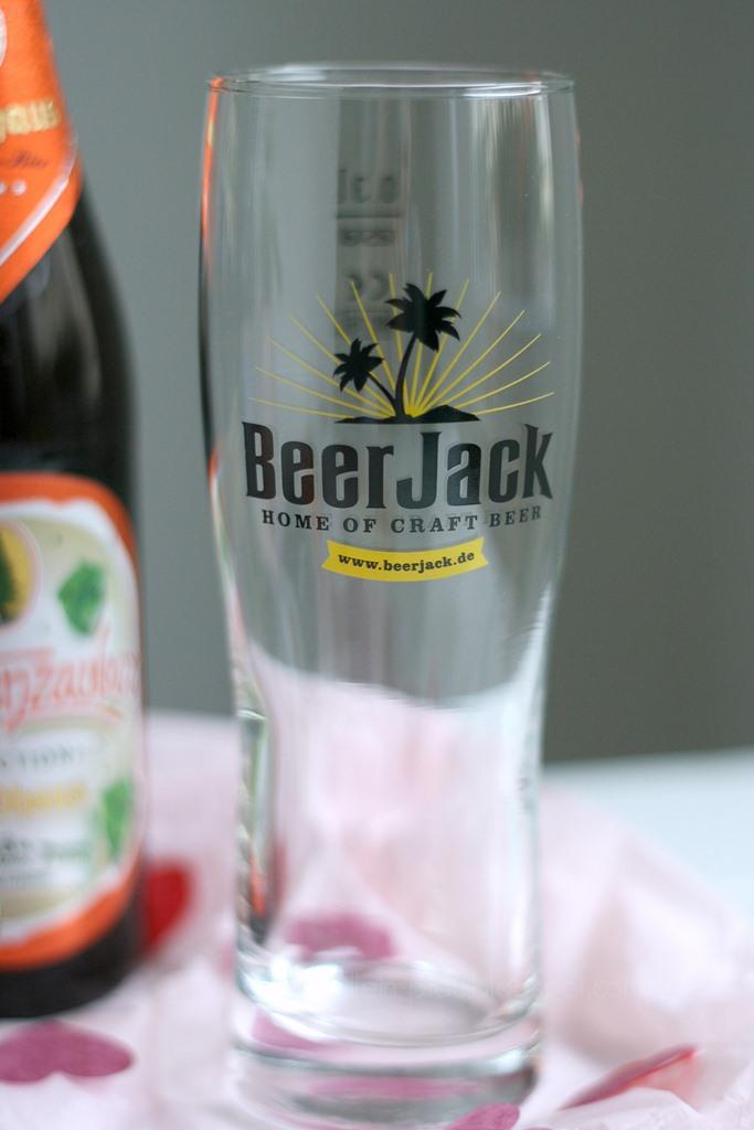 Beer Jack der neue Online Shop für Craft Beer, Craft Beer online kaufen, verschiedene Sorten Craft Bier, Valentinstagsgeschenk für Männer, individuelle besondere Geschenkidee zum Valentinstag, Geschenk zum Vatertag, Beer Jack Bierbox Valentinstag-Box, Love Bier, Geschenk zum Thema Liebe, Craft Beer Brauere