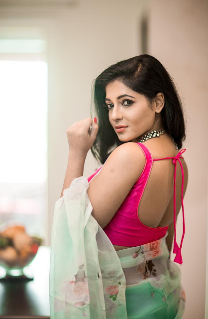 Reshma Pasupuleti Blouse Saree Photos Hot Navel Queens