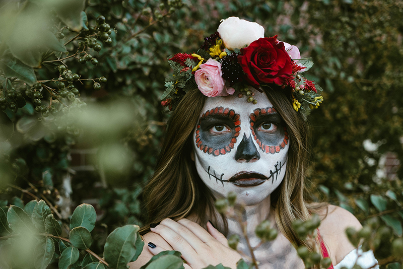 how to paint your face, how to be a skeleton, how to dress for halloween
