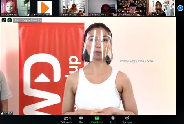 bugar bersama dengan mengajak pilates secara virtual