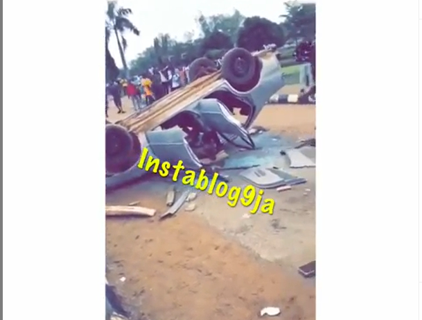 Breaking: Tasued students destroy the car of SARS operatives who stormed their campus to arrest one of them