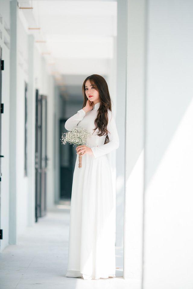 Hoa khôi Tài sắc Việt Nam đẹp duyên dáng chia tay thời sinh viên