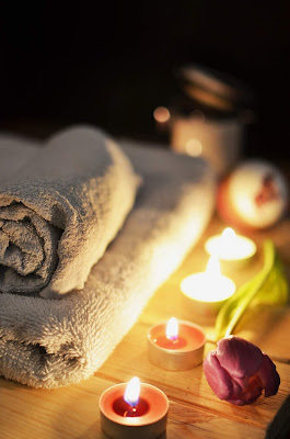 massage towel and candles