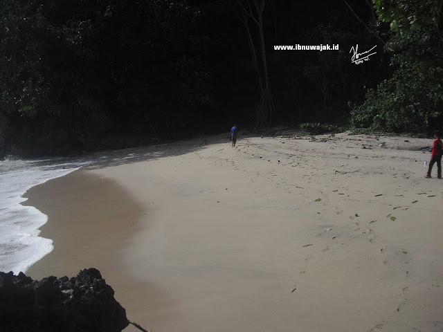 Pantai Silangkap atau Pantai Pamulang