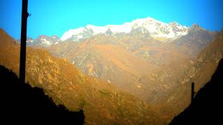 Picos Nevados Vistos do Trem entre Ollantaytambo e Aguas Calientes, no Peru