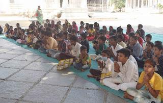 श्री मोहनखेड़ा महातीर्थ में आदिवीर पाठषाला के बच्चों को ड्रेस का वितरण किया