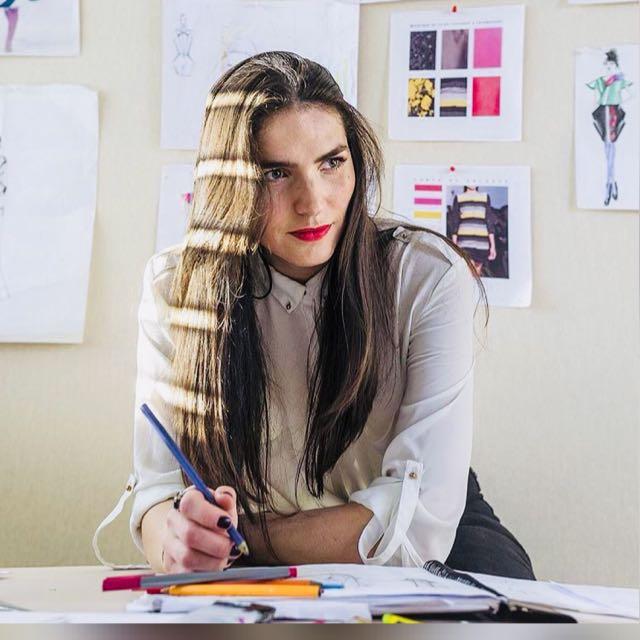 Diseñadora María Pía Cornejo en su taller