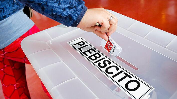 Autoridades analizan opción de un plebiscito en dos días