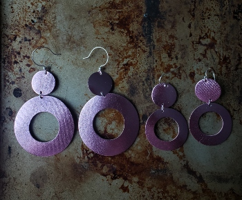 Leather handcrafted earrings in rose metallic color.