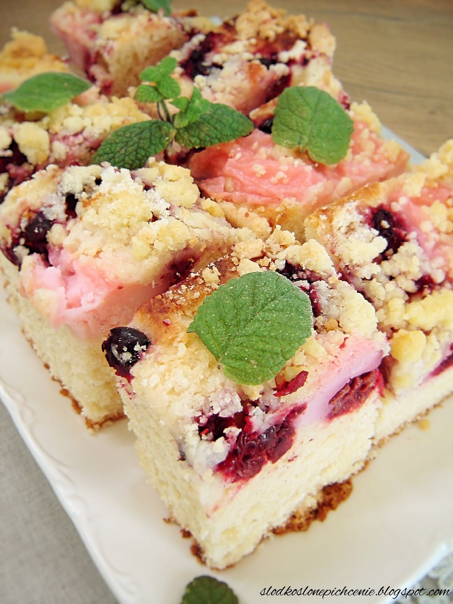 Ciasto drożdżowe z budyniem i owocami