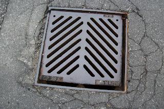 square_manhole.jpg