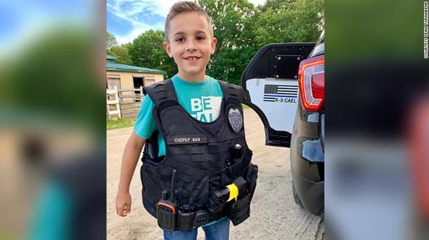 Мальчик собрал $315 тысяч на бронежилеты полицейским собакам!