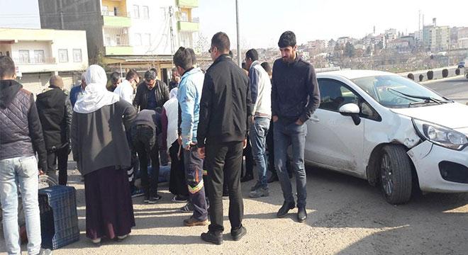 Diyarbakır Çınar'da otomobil motosiklete çarptı: 1 yaralı