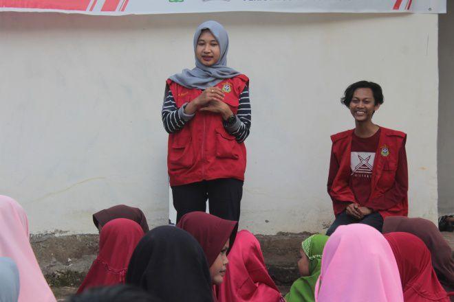 Mahasiswa KKN Unhas Ajari Anak-anak Bahasa Inggris di Watang Palakka