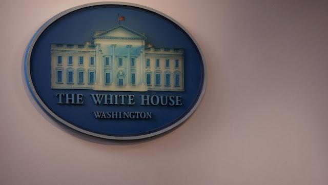 Reportan un posible caso de coronavirus entre el cuerpo de prensa de la Casa Blanca