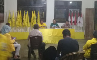 Suasana rapat persiapan Panitia Pelantikan Pengurus DPD II Golkar Malra 2020-2025, Sabtu (19/06/2021) malam. Foto: Nick Renleuw