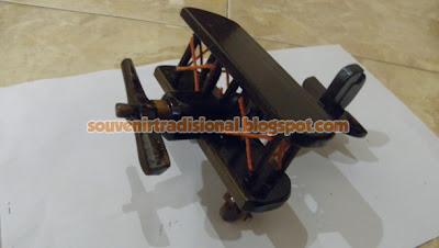 Miniatur Pesawat Unik Model Pesawat Capung Hitam